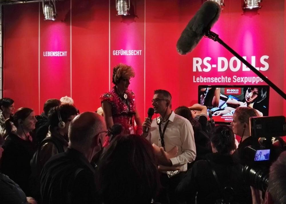 RS-DOLLS Gründer Manfred Scholand eröffnet die VENUS Messe-Show