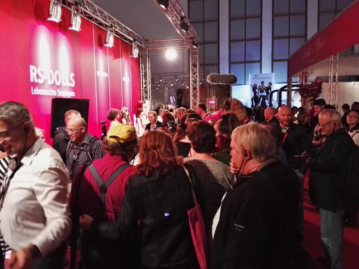VENUS Berlin – Real Doll Messe Show